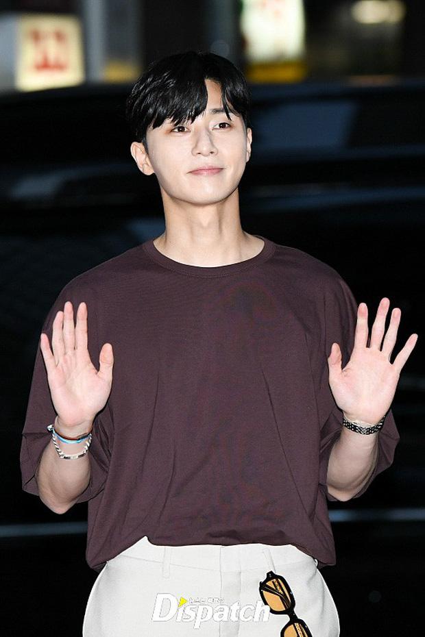 Park Min Young rạng rỡ, Park Seo Joon mặt loang lổ phấn bên dàn sao của Thư Ký Kim trong tiệc mừng công - Ảnh 10.