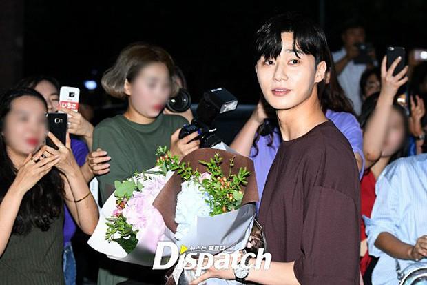 Park Min Young rạng rỡ, Park Seo Joon mặt loang lổ phấn bên dàn sao của Thư Ký Kim trong tiệc mừng công - Ảnh 9.