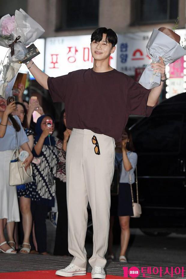 Park Min Young rạng rỡ, Park Seo Joon mặt loang lổ phấn bên dàn sao của Thư Ký Kim trong tiệc mừng công - Ảnh 8.
