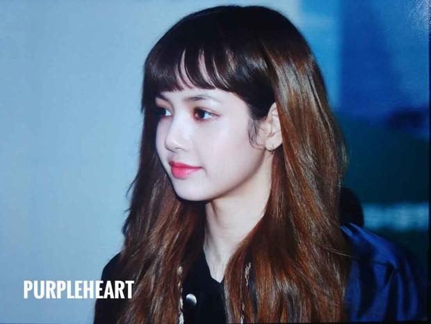 Không phải vô duyên vô cớ mà Lisa (Black Pink) luôn để tóc mái, chuyện gì cũng có lí do của nó cả - Ảnh 3.