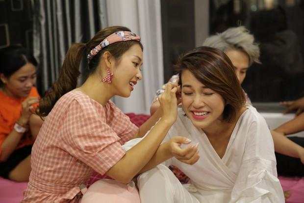 Từ ảnh hậu trường thân thiết, fan đang nhiệt tình ship cặp đôi Hoàng Oanh - Khả Ngân - Ảnh 5.