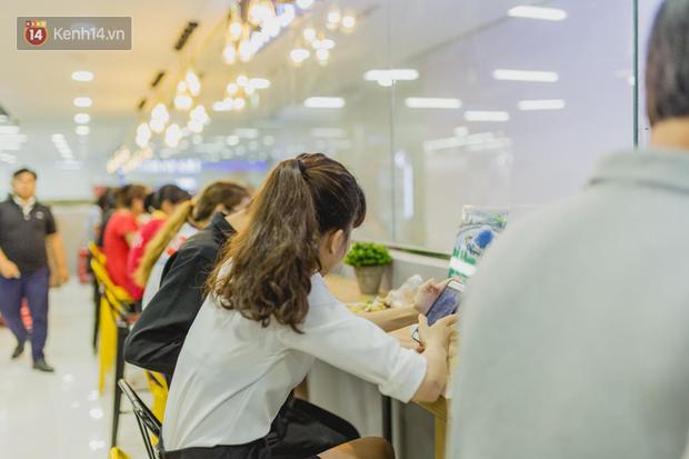 """Cận cảnh VinMart trong toà nhà cao nhất Việt Nam: Ai bảo siêu thị là không thể """"chất"""", không thể cool? - Ảnh 6."""