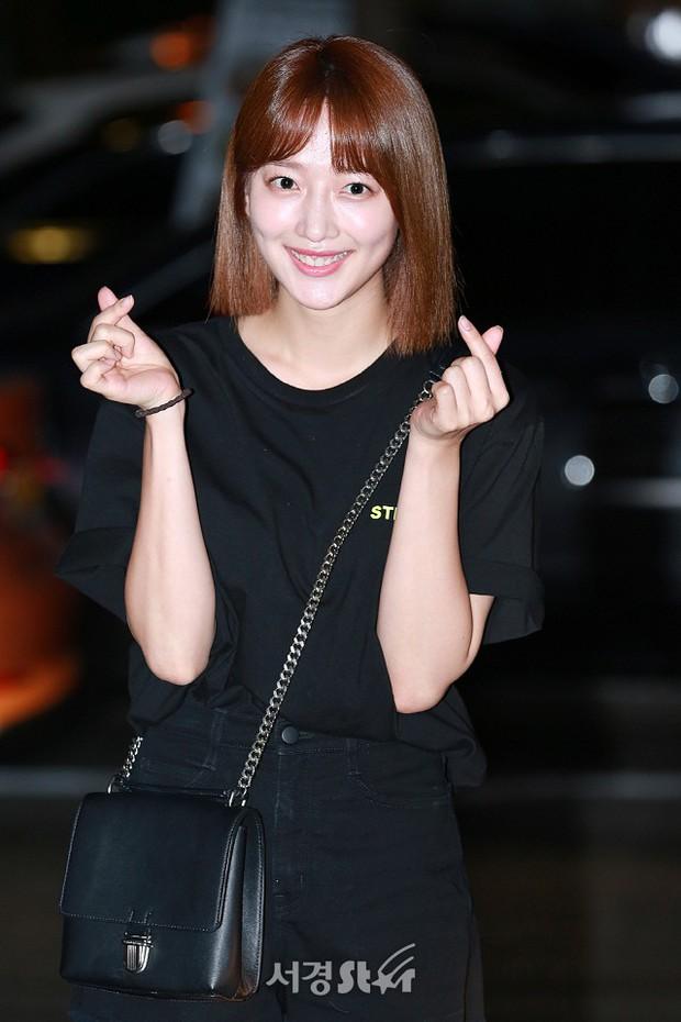 Park Min Young rạng rỡ, Park Seo Joon mặt loang lổ phấn bên dàn sao của Thư Ký Kim trong tiệc mừng công - Ảnh 20.