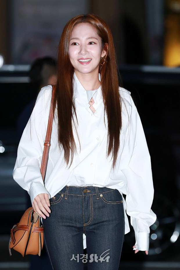 Ngoài đời, Park Min Young lộ mặt đơ cứng và mái tóc cứ nhìn là thấy sai sai! - Ảnh 3.