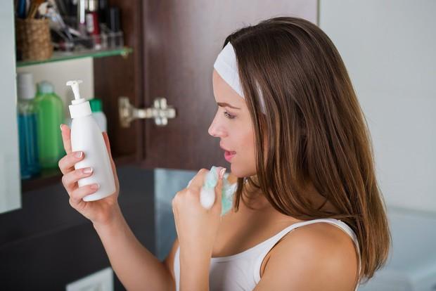 Thay đổi thói quen chăm sóc da để ngăn ngừa mụn đầu đen - Ảnh 3.