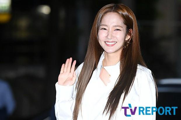 Ngoài đời, Park Min Young lộ mặt đơ cứng và mái tóc cứ nhìn là thấy sai sai! - Ảnh 4.