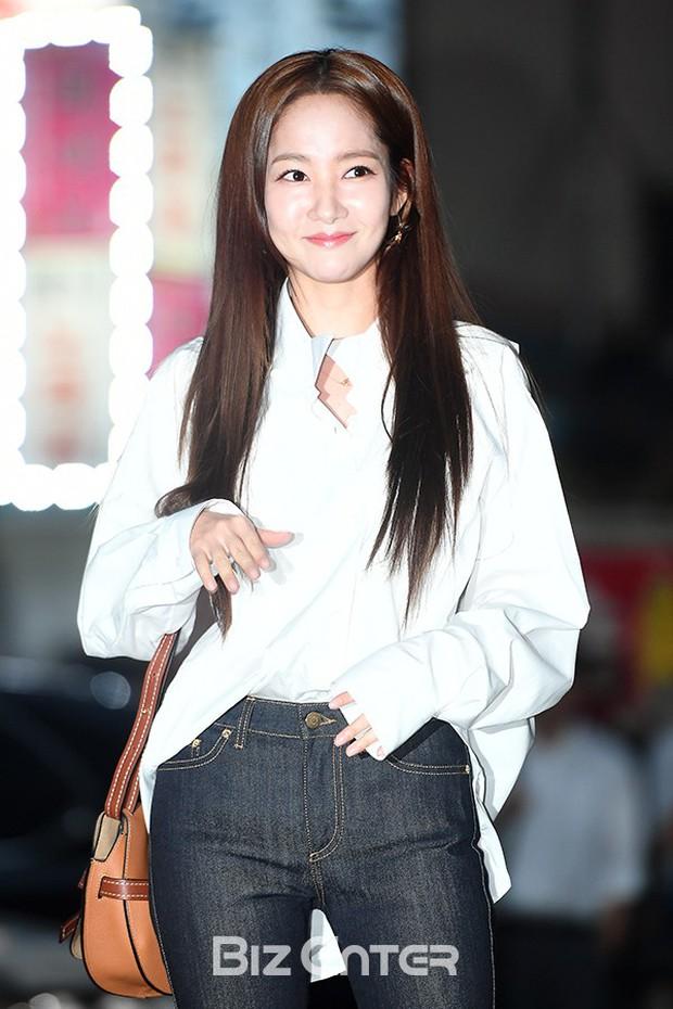 Ngoài đời, Park Min Young lộ mặt đơ cứng và mái tóc cứ nhìn là thấy sai sai! - Ảnh 2.