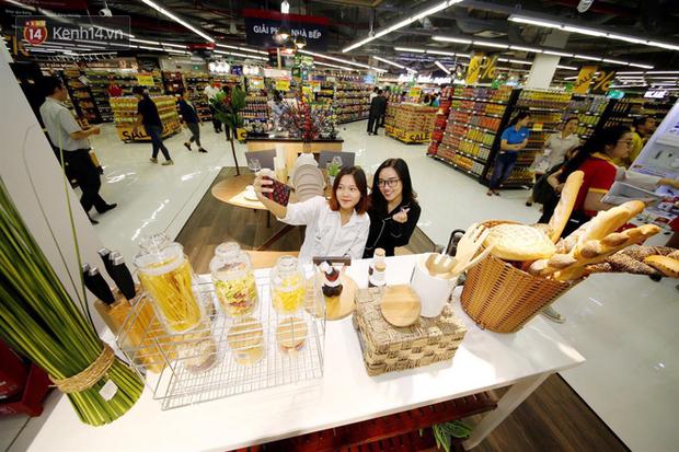 """Cận cảnh VinMart trong toà nhà cao nhất Việt Nam: Ai bảo siêu thị là không thể """"chất"""", không thể cool? - Ảnh 5."""