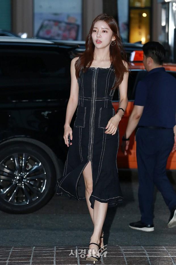 Park Min Young rạng rỡ, Park Seo Joon mặt loang lổ phấn bên dàn sao của Thư Ký Kim trong tiệc mừng công - Ảnh 14.