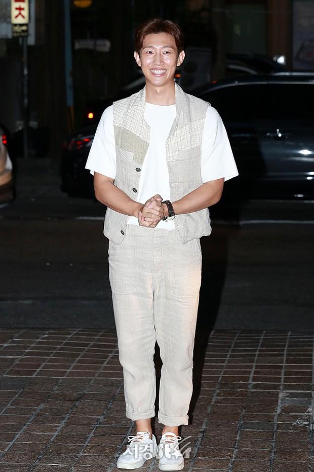 Park Min Young rạng rỡ, Park Seo Joon mặt loang lổ phấn bên dàn sao của Thư Ký Kim trong tiệc mừng công - Ảnh 17.
