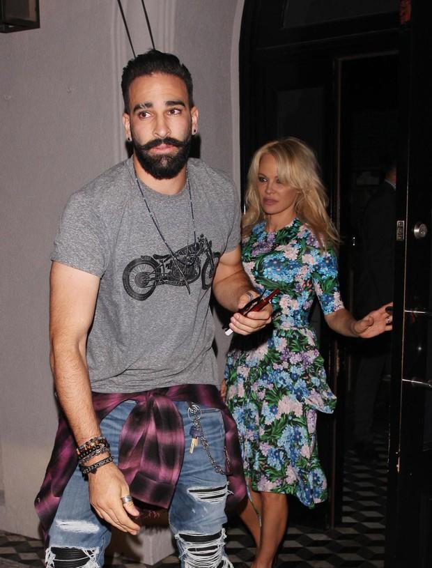 Pamela Anderson sắp kết hôn với nhà vô địch World Cup 2018 kém tới 19 tuổi - Ảnh 1.
