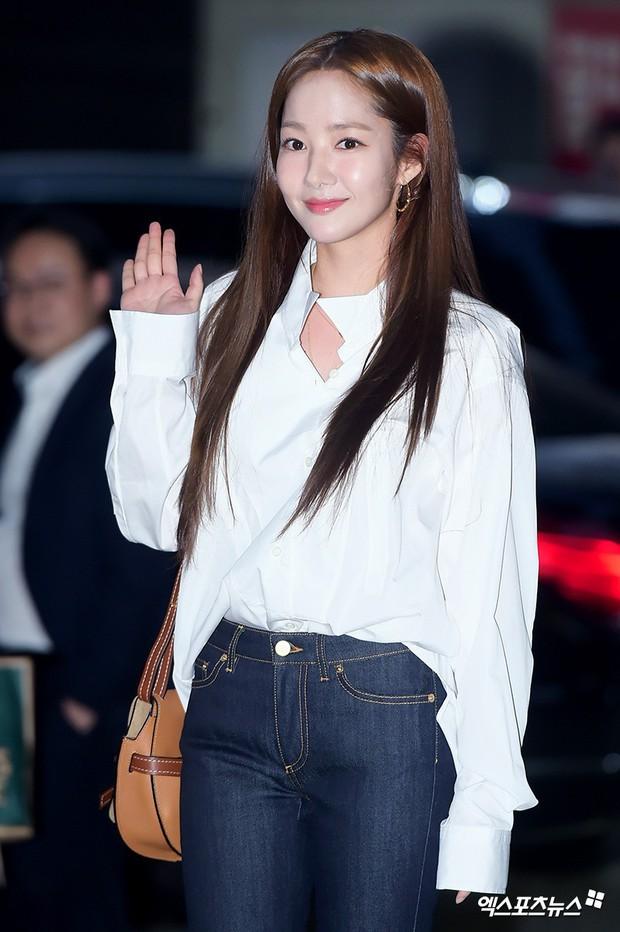 Ngoài đời, Park Min Young lộ mặt đơ cứng và mái tóc cứ nhìn là thấy sai sai! - Ảnh 1.