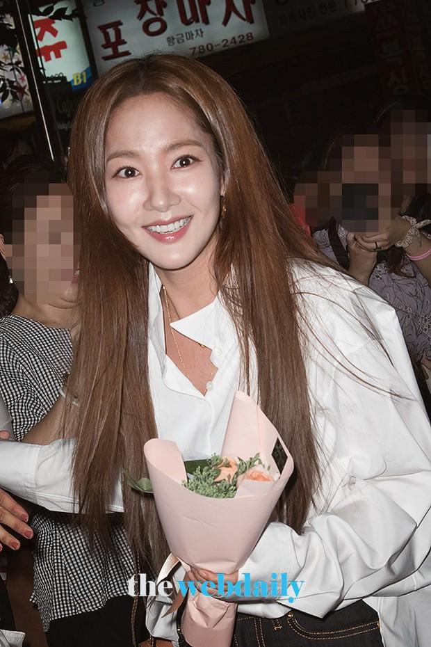 Ngoài đời, Park Min Young lộ mặt đơ cứng và mái tóc cứ nhìn là thấy sai sai! - Ảnh 6.