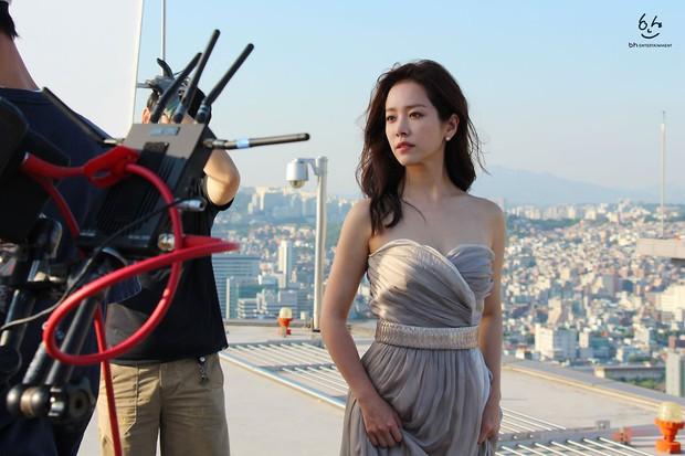 Nhìn Han Ji Min trước và sau khi lên đồ, mới thấy các chị em cứ biến hình là không thể đùa được! - Ảnh 8.