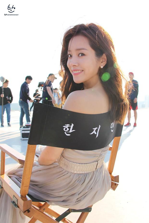 Nhìn Han Ji Min trước và sau khi lên đồ, mới thấy các chị em cứ biến hình là không thể đùa được! - Ảnh 13.