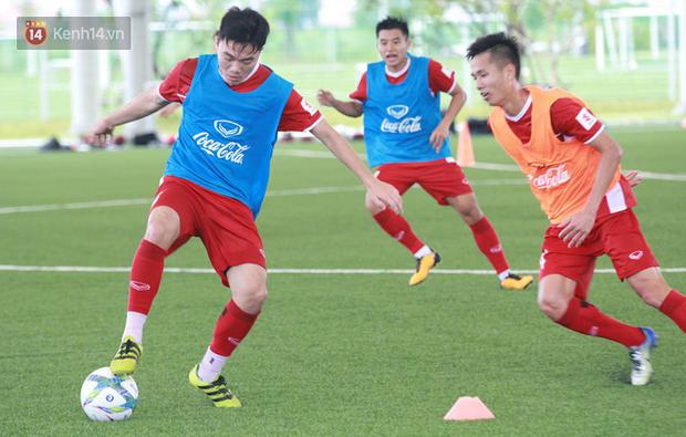 HLV Park Hang Seo và cơn đau đầu tìm người đá cặp với Xuân Trường - Ảnh 1.