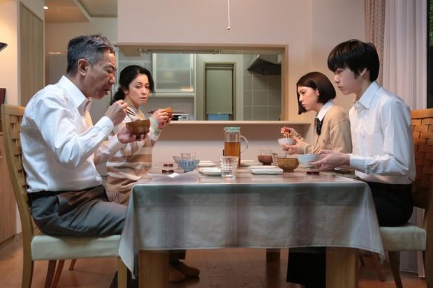 Nâng tầm ý nghĩa của nguyên tác, Inuyashiki gây ấn tượng mạnh nhờ loạt cải biến hợp lý - Ảnh 3.