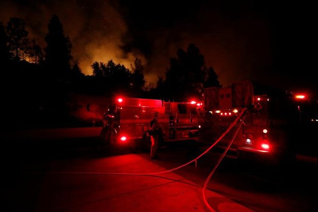 """Hãi hùng cảnh tượng cháy rừng dữ dội """"bủa vây"""" bang California, Mỹ - Ảnh 2."""