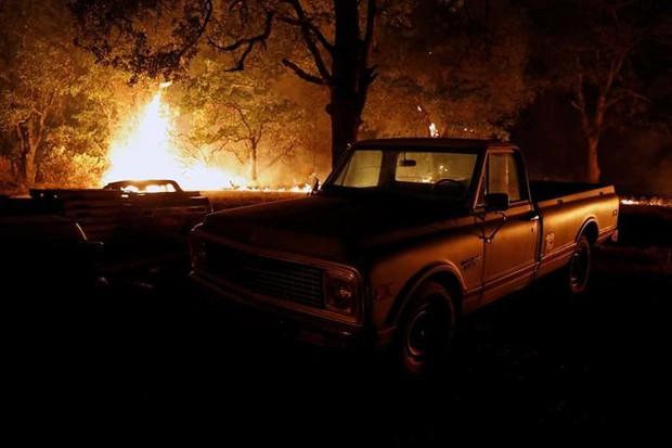 """Hãi hùng cảnh tượng cháy rừng dữ dội """"bủa vây"""" bang California, Mỹ - Ảnh 3."""