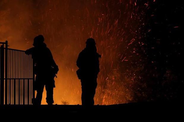 """Hãi hùng cảnh tượng cháy rừng dữ dội """"bủa vây"""" bang California, Mỹ - Ảnh 8."""