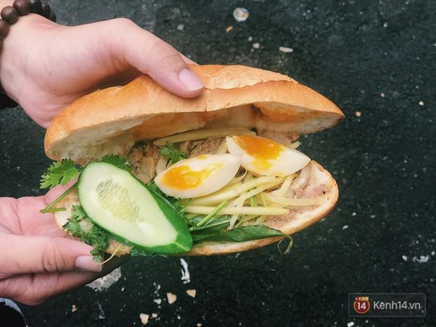 Quá nhiều kiểu bánh mì độc đáo tại Sài Gòn, nhất là kiểu số 2 - Ảnh 1.