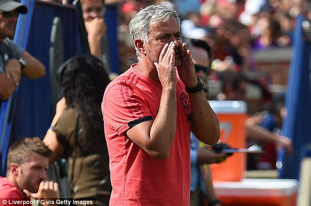 Mourinho thất vọng: Fan Man Utd không nên mua vé tới sân - Ảnh 1.