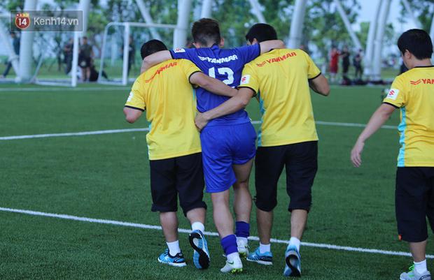 Hồng Duy Pinky chia tay Olympic Việt Nam vì chấn thương - Ảnh 1.