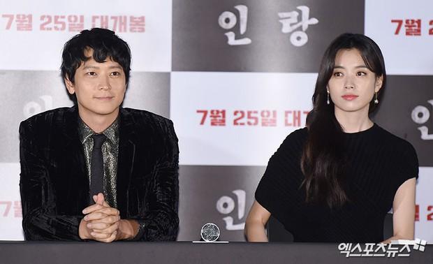 Kang Dong Won - Han Hyo Joo hóa ra không phải cặp đôi phim giả tình thật, mà là cặp đôi... flop dập mật! - Ảnh 1.