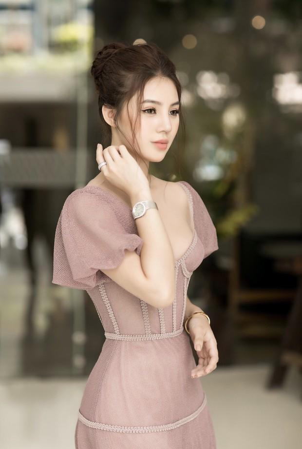 Hoa hậu Jolie Nguyễn gây thương nhớ với nhan sắc mong manh như công chúa tại sự kiện - Ảnh 2.