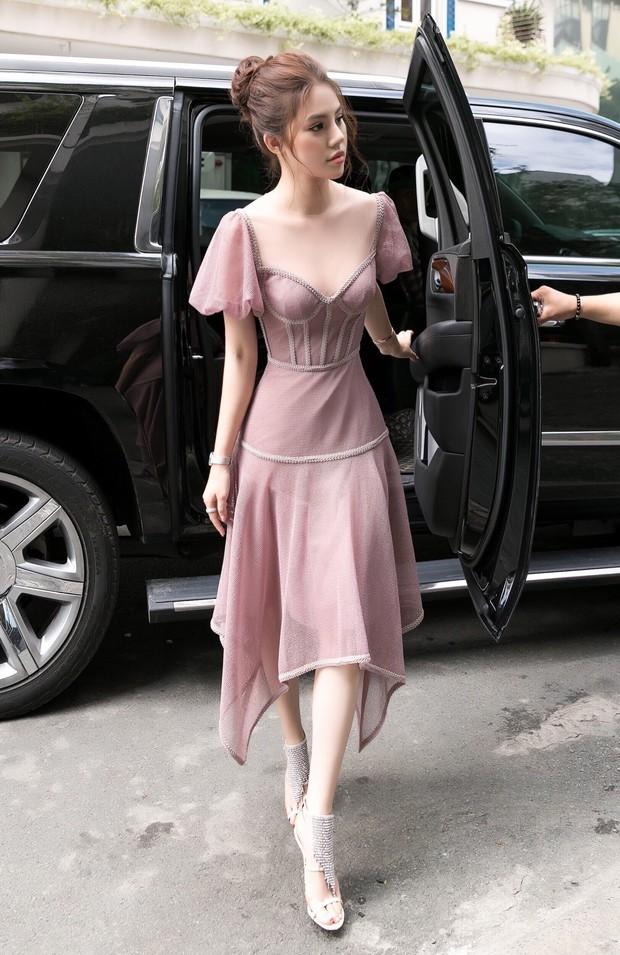 Hoa hậu Jolie Nguyễn gây thương nhớ với nhan sắc mong manh như công chúa tại sự kiện - Ảnh 1.