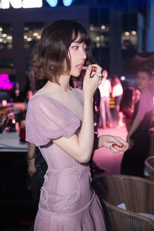 Cùng khoe mình hạc xương mai trong một mẫu đầm mới thấy, Jolie Nguyễn và Min quả là tám lạng nửa cân - Ảnh 4.