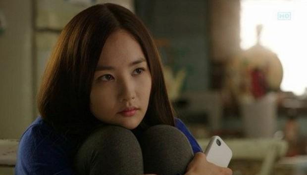 Tưởng rất thường, hành động ngồi bó gối của Park Min Young bỗng gây sốt vì lí do không ngờ - Ảnh 3.