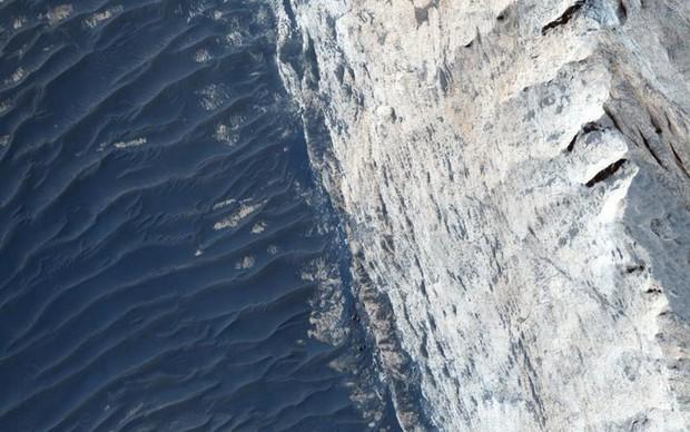 Cận cảnh bề mặt kỳ thú trên Sao Hỏa trong loạt ảnh mới nhất của NASA - Ảnh 2.