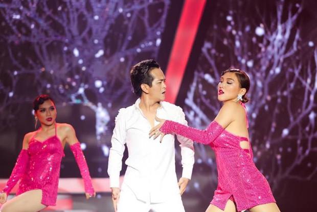 Chị gái sinh đôi hỗ trợ Duy Khánh quậy tưng sân khấu Gương mặt thân quen - Ảnh 9.