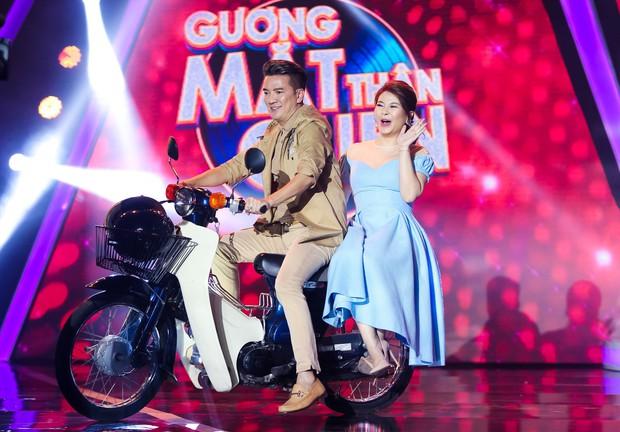 Chị gái sinh đôi hỗ trợ Duy Khánh quậy tưng sân khấu Gương mặt thân quen - Ảnh 2.