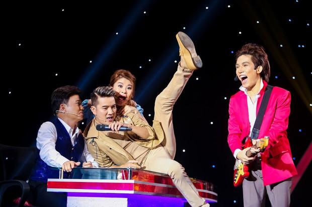 Chị gái sinh đôi hỗ trợ Duy Khánh quậy tưng sân khấu Gương mặt thân quen - Ảnh 5.