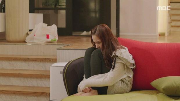 Tưởng rất thường, hành động ngồi bó gối của Park Min Young bỗng gây sốt vì lí do không ngờ - Ảnh 2.