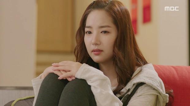 Tưởng rất thường, hành động ngồi bó gối của Park Min Young bỗng gây sốt vì lí do không ngờ - Ảnh 4.