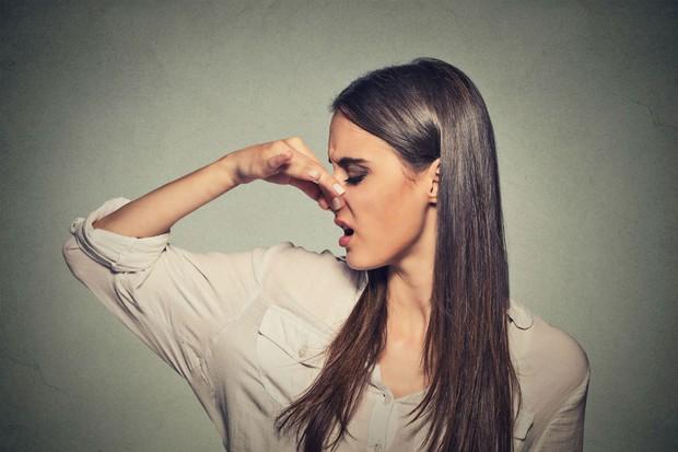 Mùi hôi từ cơ thể tiết ra có thể cảnh báo các vấn đề sức khỏe gì? - Ảnh 1.