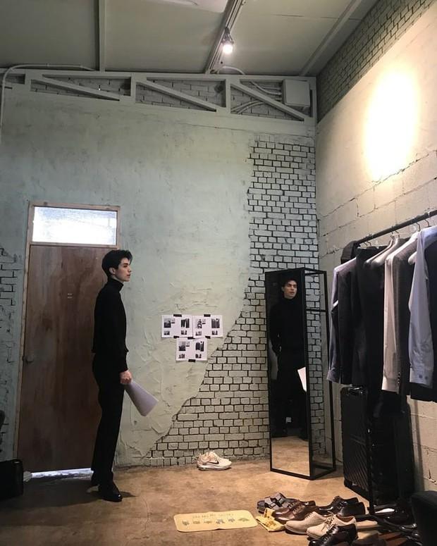 Lee Dong Wook đăng ảnh lần đầu và hành động của anh có liên quan đến nguyên nhân chia tay Suzy - Ảnh 3.