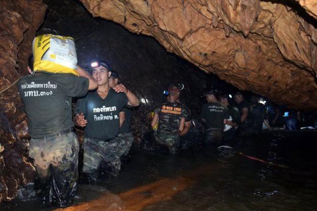 Làm thế nào đội bóng trẻ Thái Lan sống sót sau 9 ngày kẹt dưới hang? - Ảnh 2.