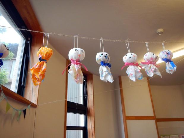 Đằng sau búp bê cầu nắng đáng yêu mà người Nhật thường treo trước hiên nhà hóa ra lại là một câu chuyện khá rùng rợn - Ảnh 3.