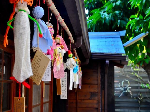 Đằng sau búp bê cầu nắng đáng yêu mà người Nhật thường treo trước hiên nhà hóa ra lại là một câu chuyện khá rùng rợn - Ảnh 8.