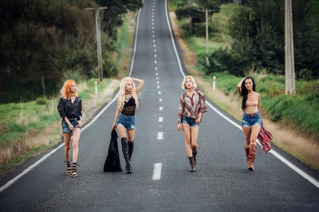 Kpop tháng 7: Idolgroup cũ, mới thi nhau tung MV chào hè - Ảnh 10.