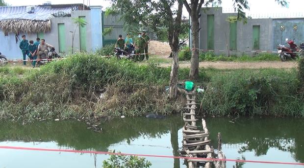 Thi thể người đàn ông tử vong dưới kênh ở Sài Gòn - Ảnh 1.