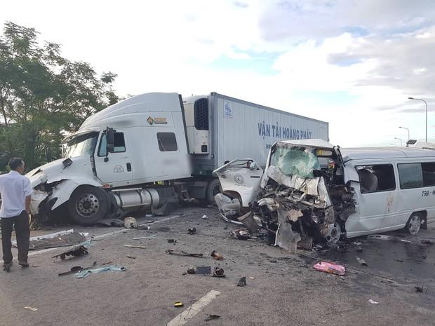 Ảnh: Hiện trường vụ xe rước dâu gặp tai nạn thảm khốc khiến chú rể và 12 người tử vong - Ảnh 2.