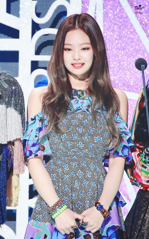 Xôn xao loạt ảnh tố Jennie (Black Pink) mắc bệnh công chúa chảnh chọe, nhưng netizen phản bác lại mạnh mẽ hơn - Ảnh 8.