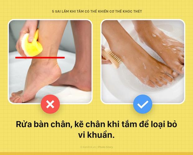 Cứ tiếp tục 5 thói quen sai lầm này khi tắm, đứng hỏi vì sao da tổn thương nặng nề, sức khỏe nguy hại - Ảnh 2.