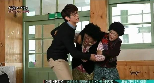 Ngày càng nhiều sao nam Hàn bị quấy rối tình dục công khai, nhưng biểu cảm của họ mới là điều đáng xót xa - Ảnh 16.