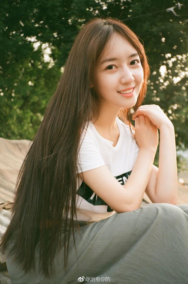 Nhan sắc của cô bạn tân sinh viên Học viện Điện ảnh Bắc Kinh: Chỉ cần mặc đồng phục thôi là đủ làm say đắm lòng người rồi - Ảnh 9.